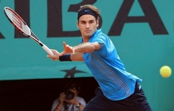 Roger Federer creating space and assessing!